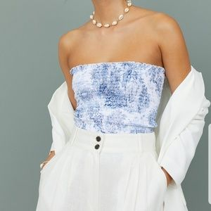 💙H&M White/Blue Patterned Top.